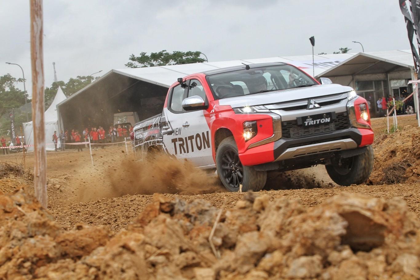 Off Road Design >> Mitsubishi New Triton Jajal Medan Off Road Di Balikpapan